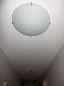 Taklampor ggr 3 i den mest långsmala hallen ever