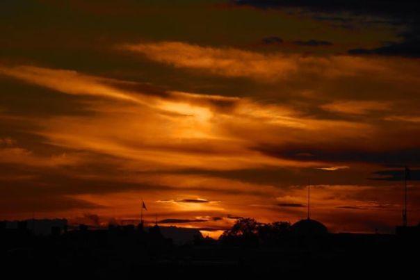 Solnedgången gjorde att det blev ett häftigt ljus på himlen